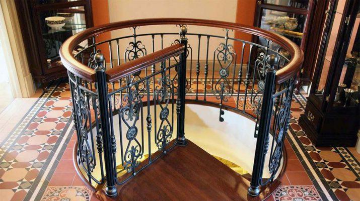 Плюсы и минусы различных стройматериалов для лестницы