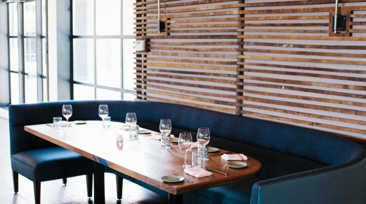 Как выбрать диван для ресторана, бара или кафе