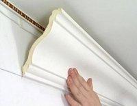 Как закрепить на натяжной потолок потолочный плинтус