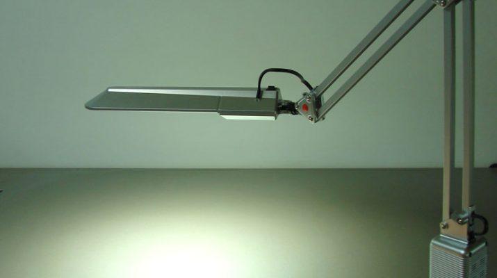 Критерии выбора настольной лампы для школьника