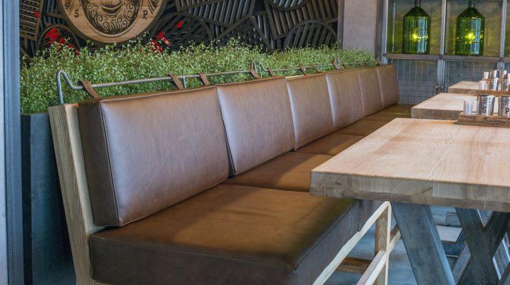 Уход за стульями в кафе, барах, ресторанах