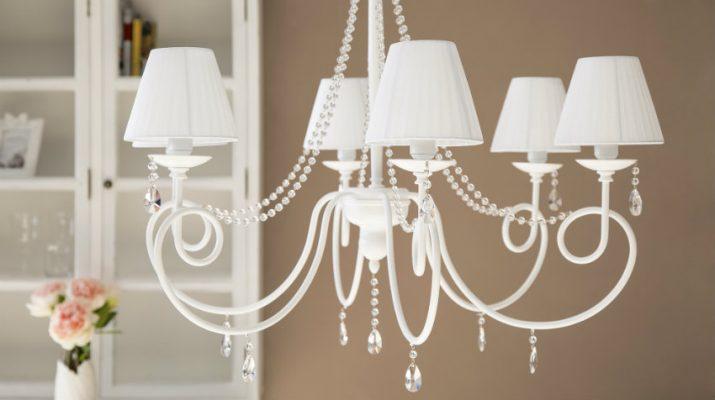 Какие люстры и светильники подходят к деревянной мебели