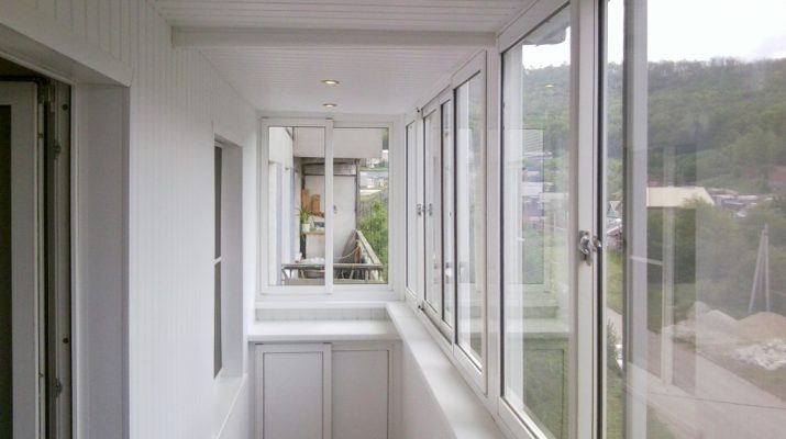 Делаем балкон по выгодной цене – остекление и отделка